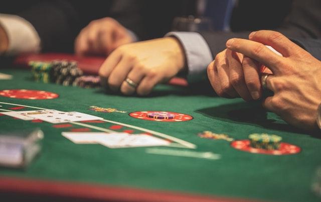 Få flere penge imellem hænderne med free spins fra Luckyme slots